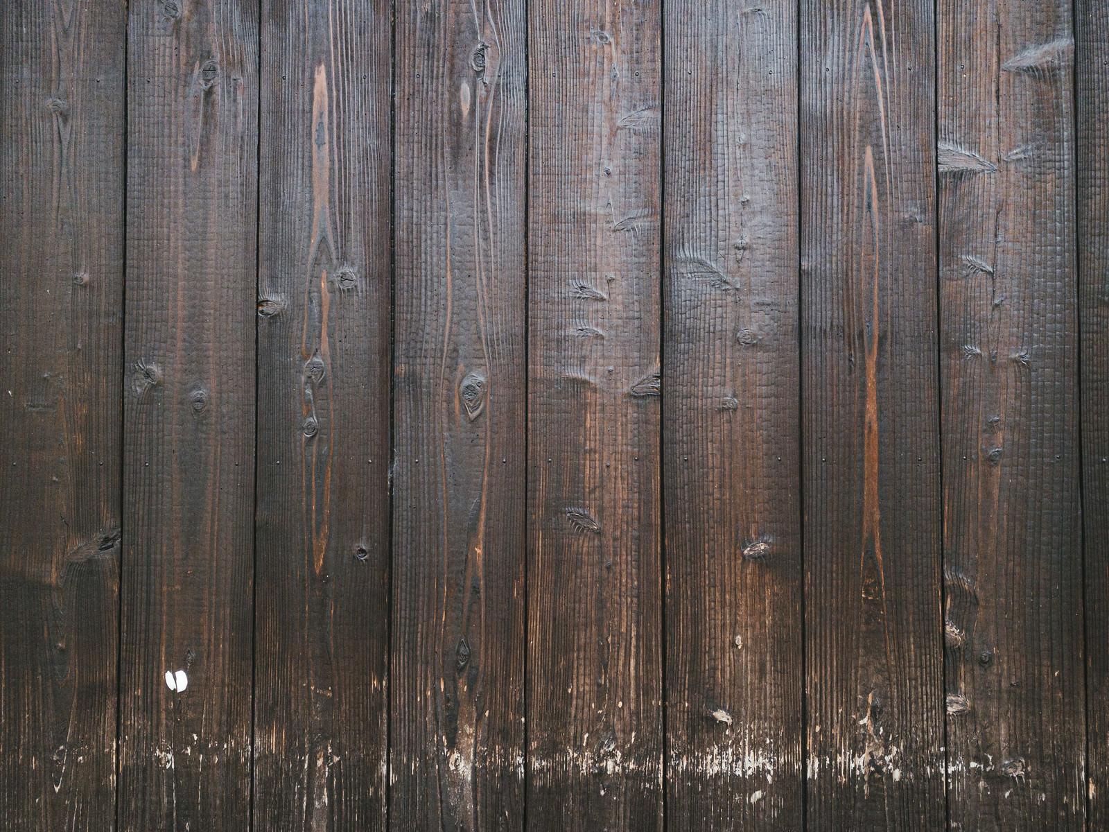 「やや擦れた木目の壁(テクスチャ)」の写真