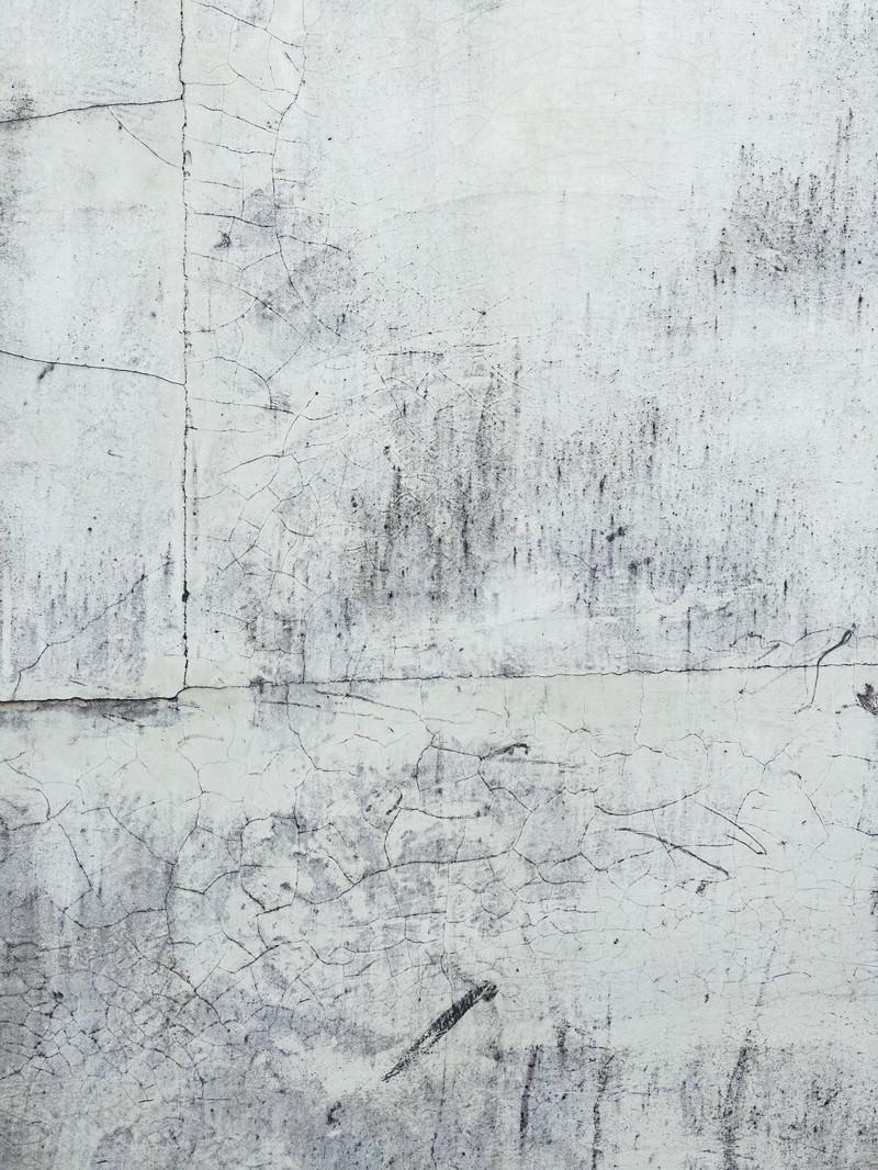「マンションコンクリートの老朽化した壁」の写真