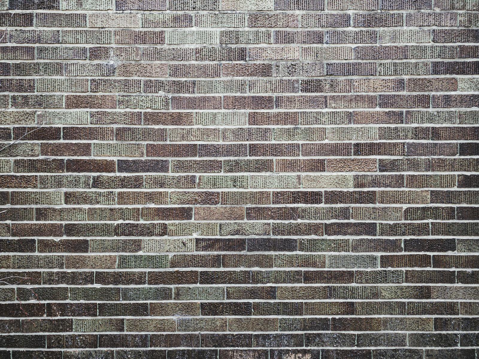 「色あせたレンガタイルの壁(テクスチャ)」の写真