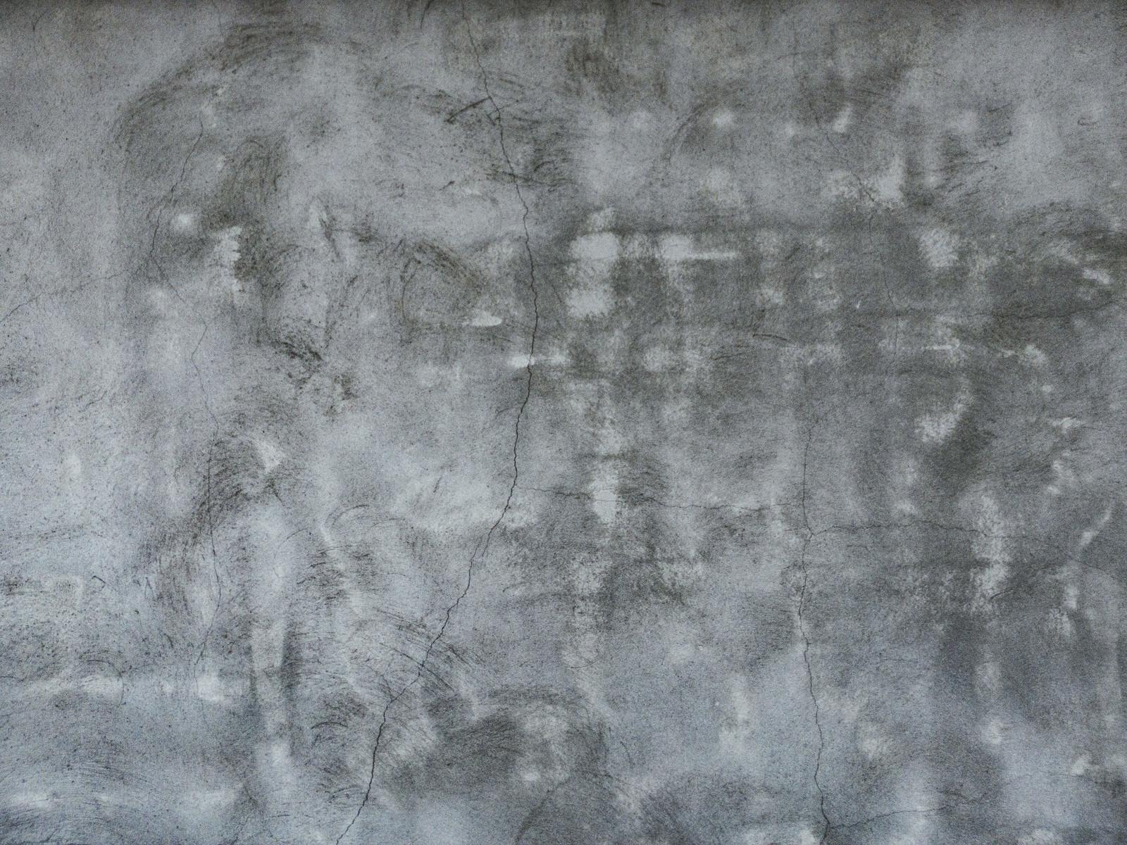 「ヒビが入るボコボコなコンクリート(テクスチャ)」の写真