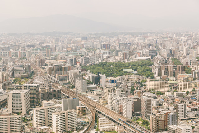 「PM2.5がひどい日の福岡上空から市内の様子」のフリー写真素材