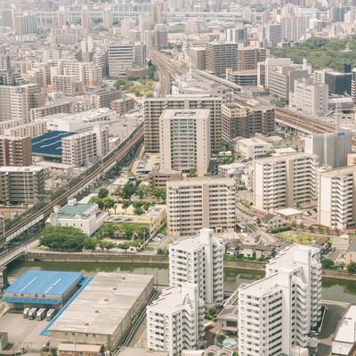 高層マンションが立ち並ぶ福岡空港近くのフリー素材
