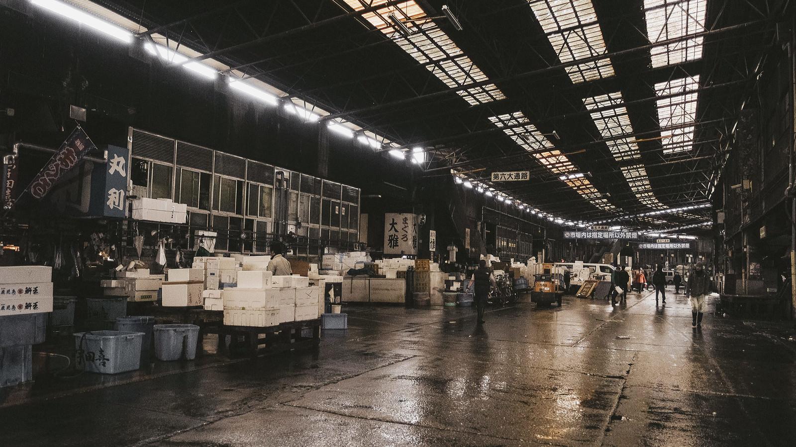 「老朽化が心配な築地市場内の様子」の写真