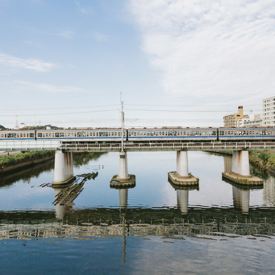 「鶴見川と東横線(大綱橋)」の写真素材