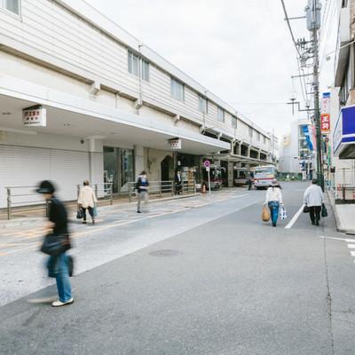 「綱島駅の東口バスターミナルなど」の写真素材