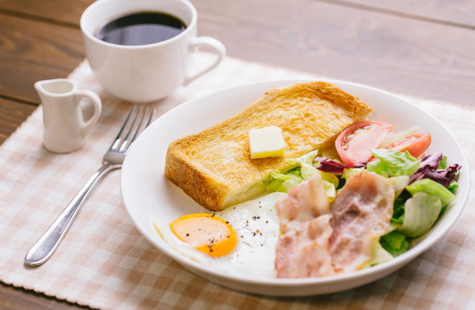 「朝食をしっかり食べて仕事をしましょう朝食をしっかり食べて仕事をしましょう」のフリー写真素材を拡大
