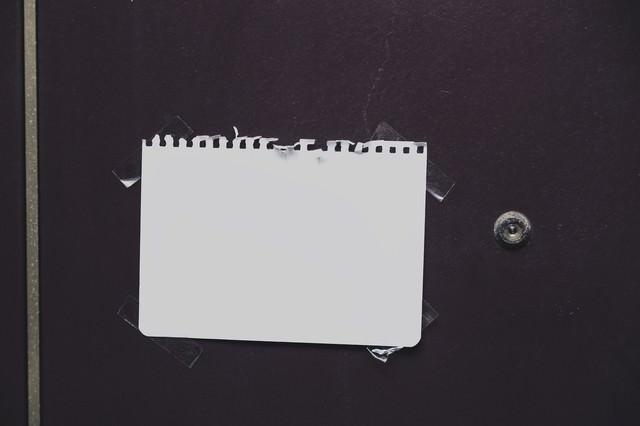 その情報、自宅の玄関に貼れますか?の写真