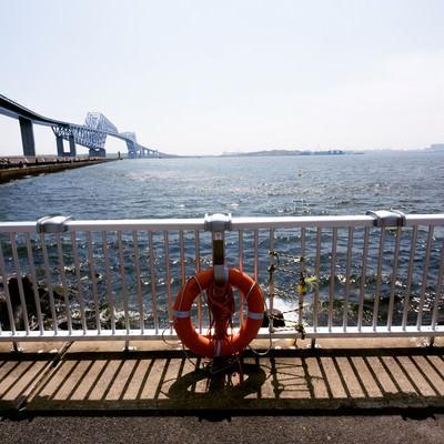 「ゲートブリッジと釣りする人たち」の写真素材