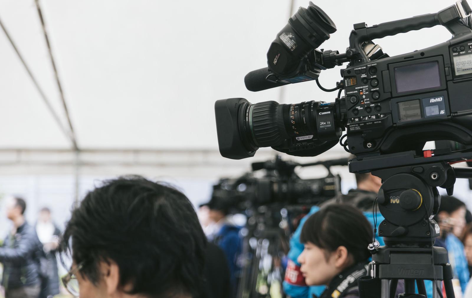 「報道陣の様子報道陣の様子」のフリー写真素材を拡大
