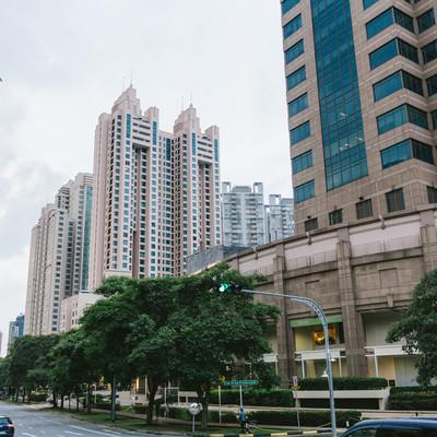 「高層マンションが立ち並ぶシンガポールの街並み」の写真素材