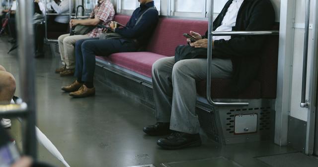 ラッシュ時間をずらして出社(通勤電車)の写真