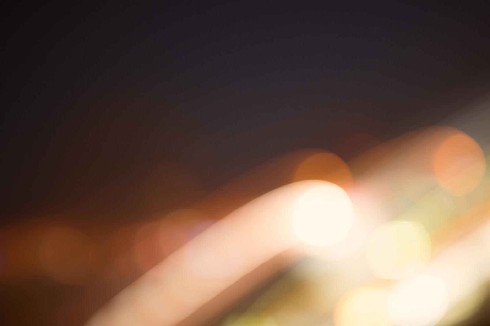 「光が横切る(ピンボケ)」の写真