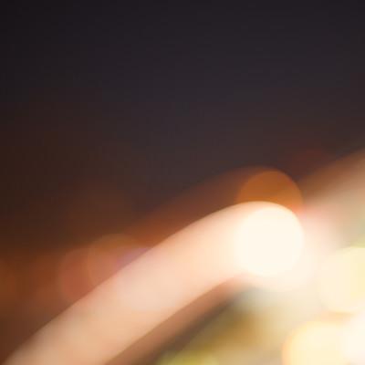 光が横切る(ピンボケ)の写真