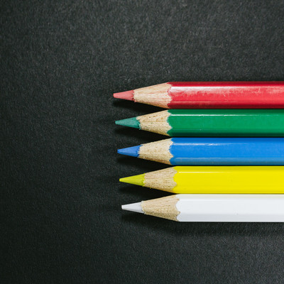 「世界に5つだけの色鉛筆」の写真素材