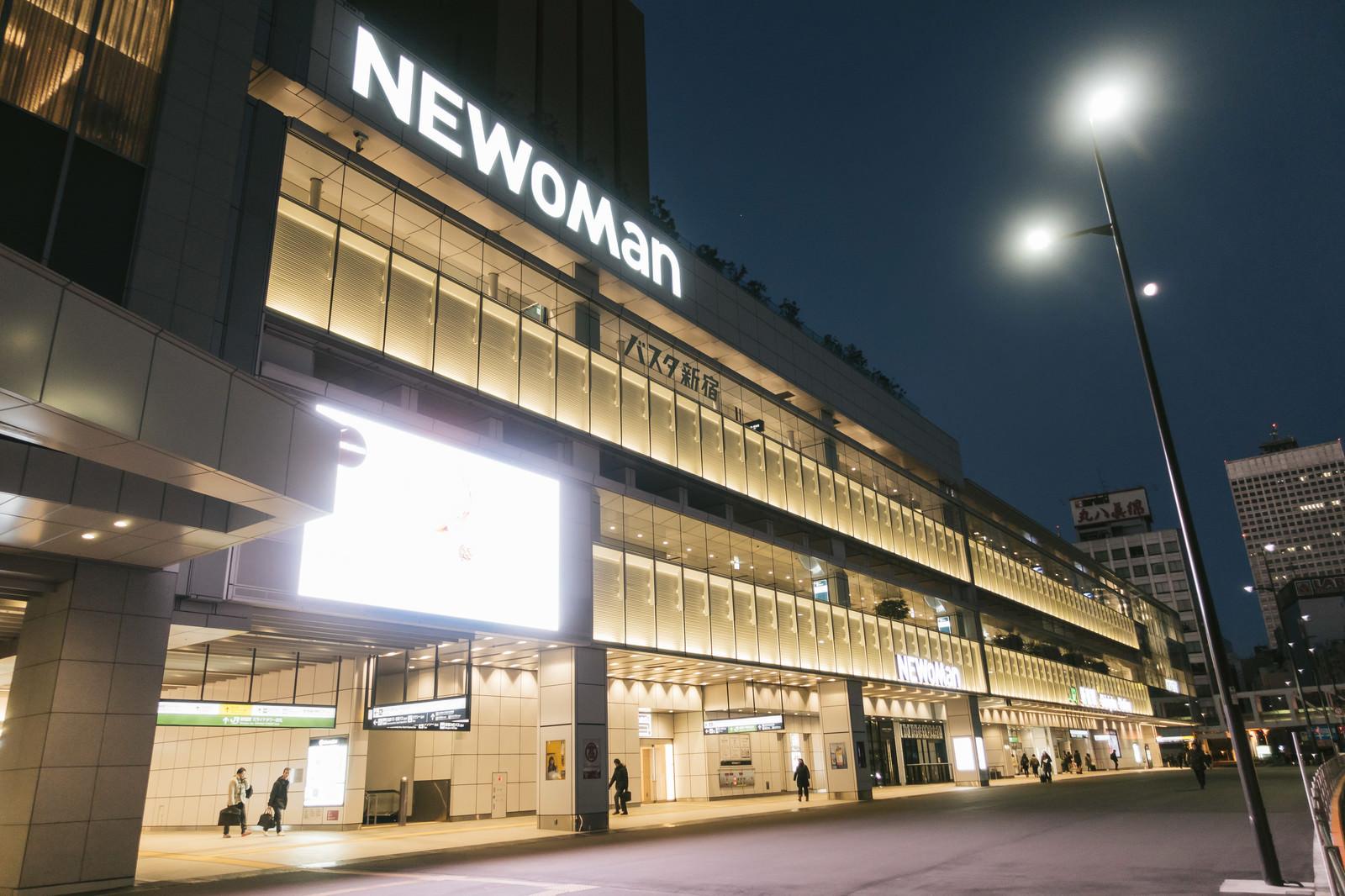 「夜が明ける前のバスタ新宿夜が明ける前のバスタ新宿」のフリー写真素材を拡大