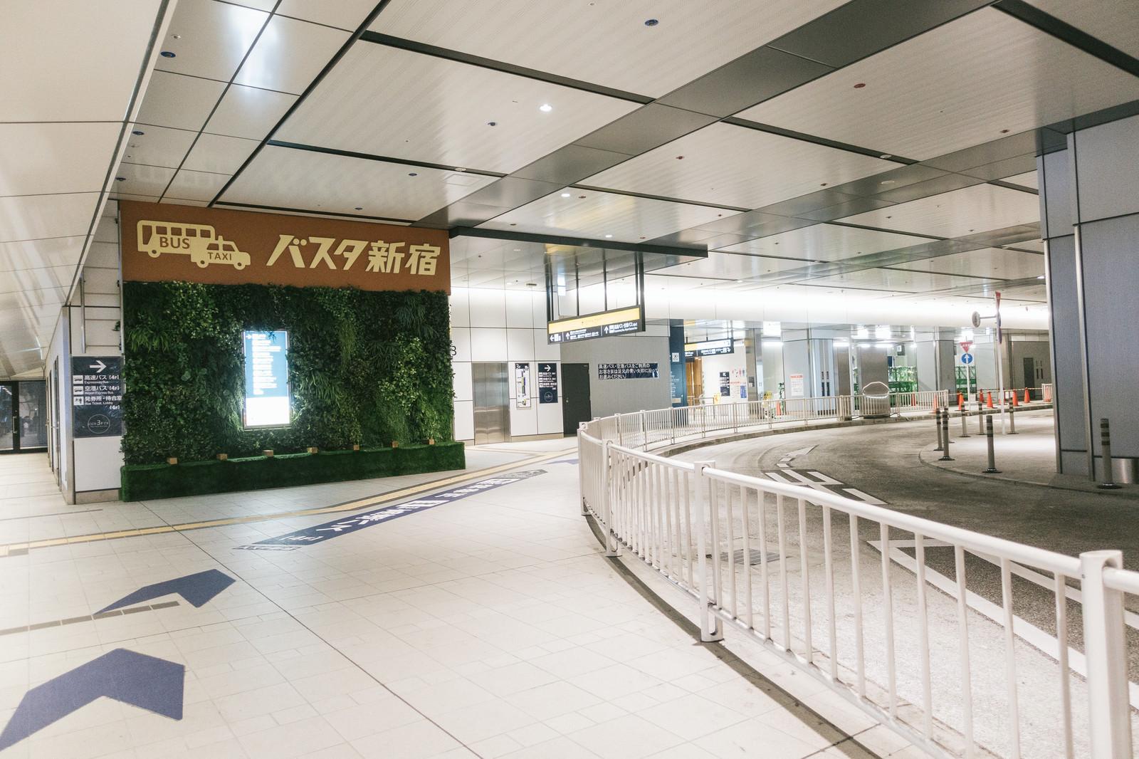 「バスタ新宿の3階通路バスタ新宿の3階通路」のフリー写真素材を拡大
