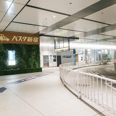 「バスタ新宿の3階通路」の写真素材