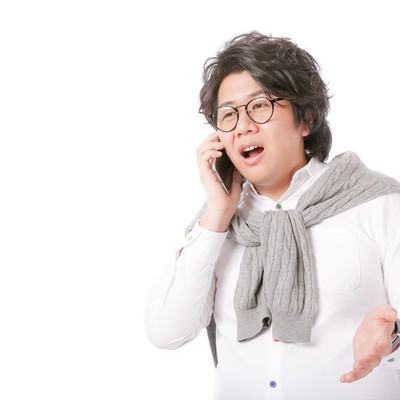 「バズるコンテンツのスキームを電話越しに語るグロースハッカー」の写真素材