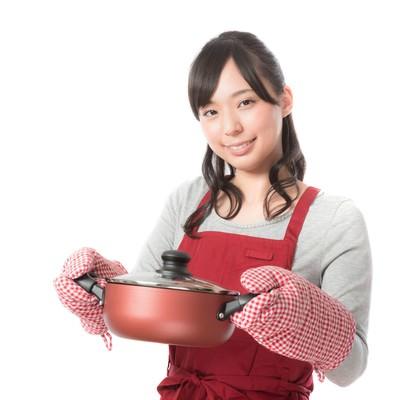 「手料理を披露する新妻」の写真素材