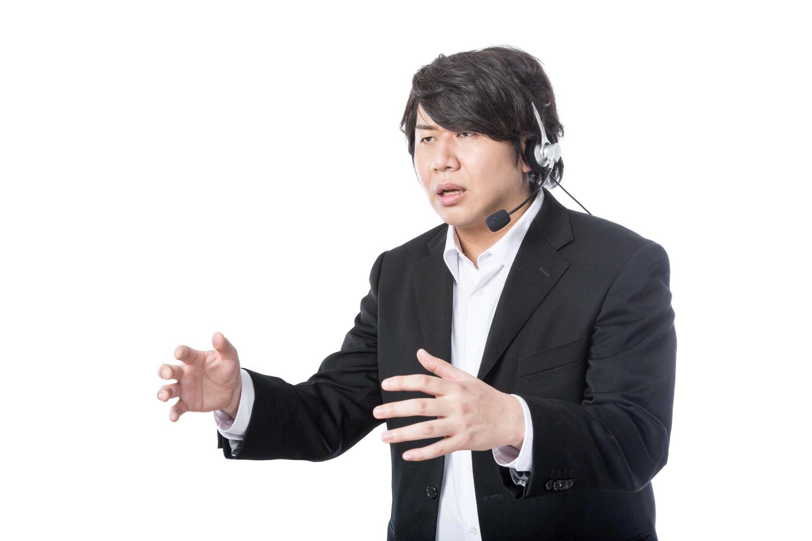 「お客様サポートをしながらろくろを回すエンジニア」の写真[モデル:あまのじゃく]
