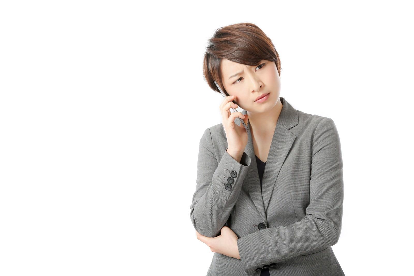 「「もしもし?聞こえてますか?もしもーし?」」の写真[モデル:八木彩香]