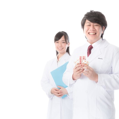 正確無比な調剤を行う管理薬剤師の写真
