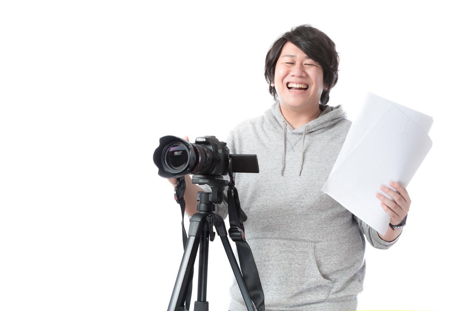 「制作の現場を取り仕切る映像ディレクター」の写真[モデル:朽木誠一郎]
