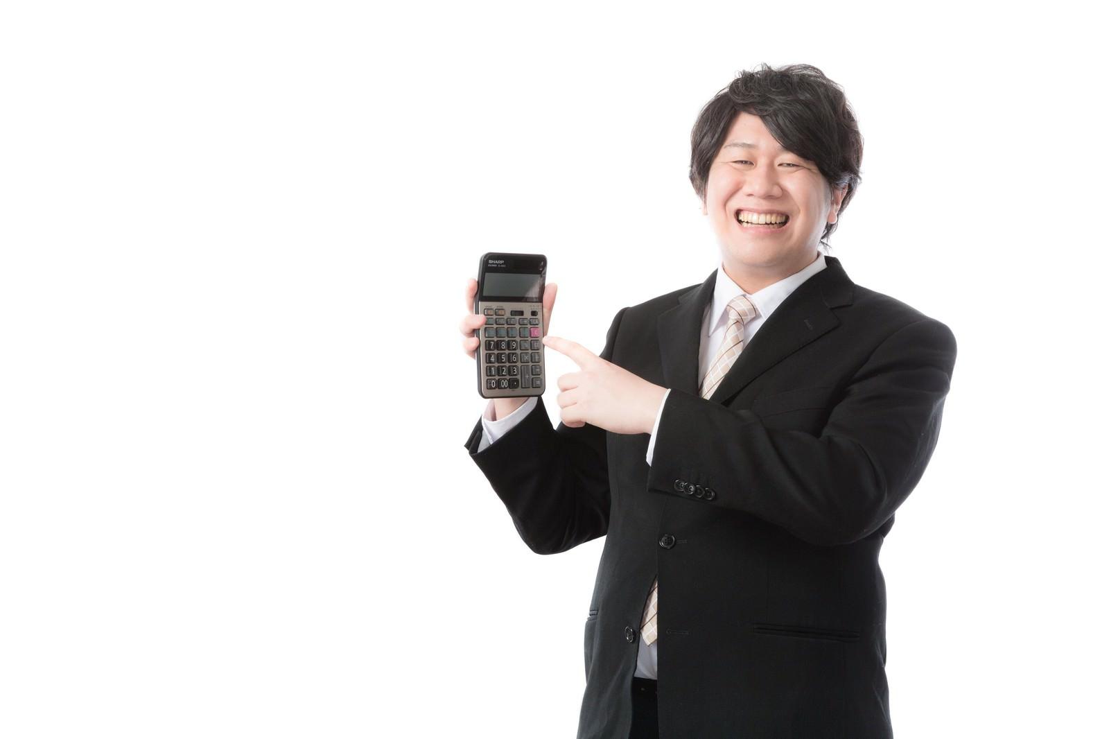 「「願いましては〜」のかけ声とともに電卓を取り出す経理担当」の写真[モデル:あまのじゃく]
