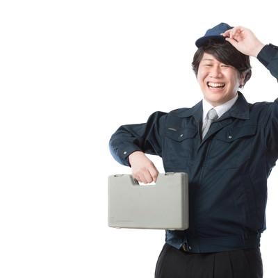 「オフィス機器のトラブルを解決するサービスエンジニア」の写真素材