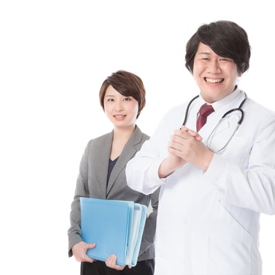 「病気の予防・治療のため医療機器を提案する営業担当」の写真素材