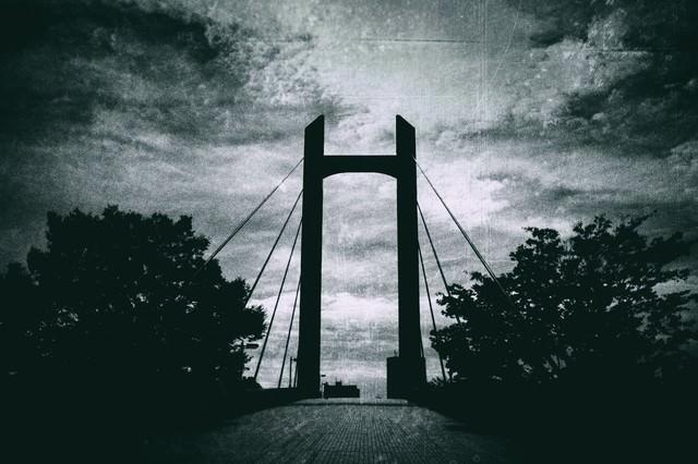 陸橋(モノクロ)の写真