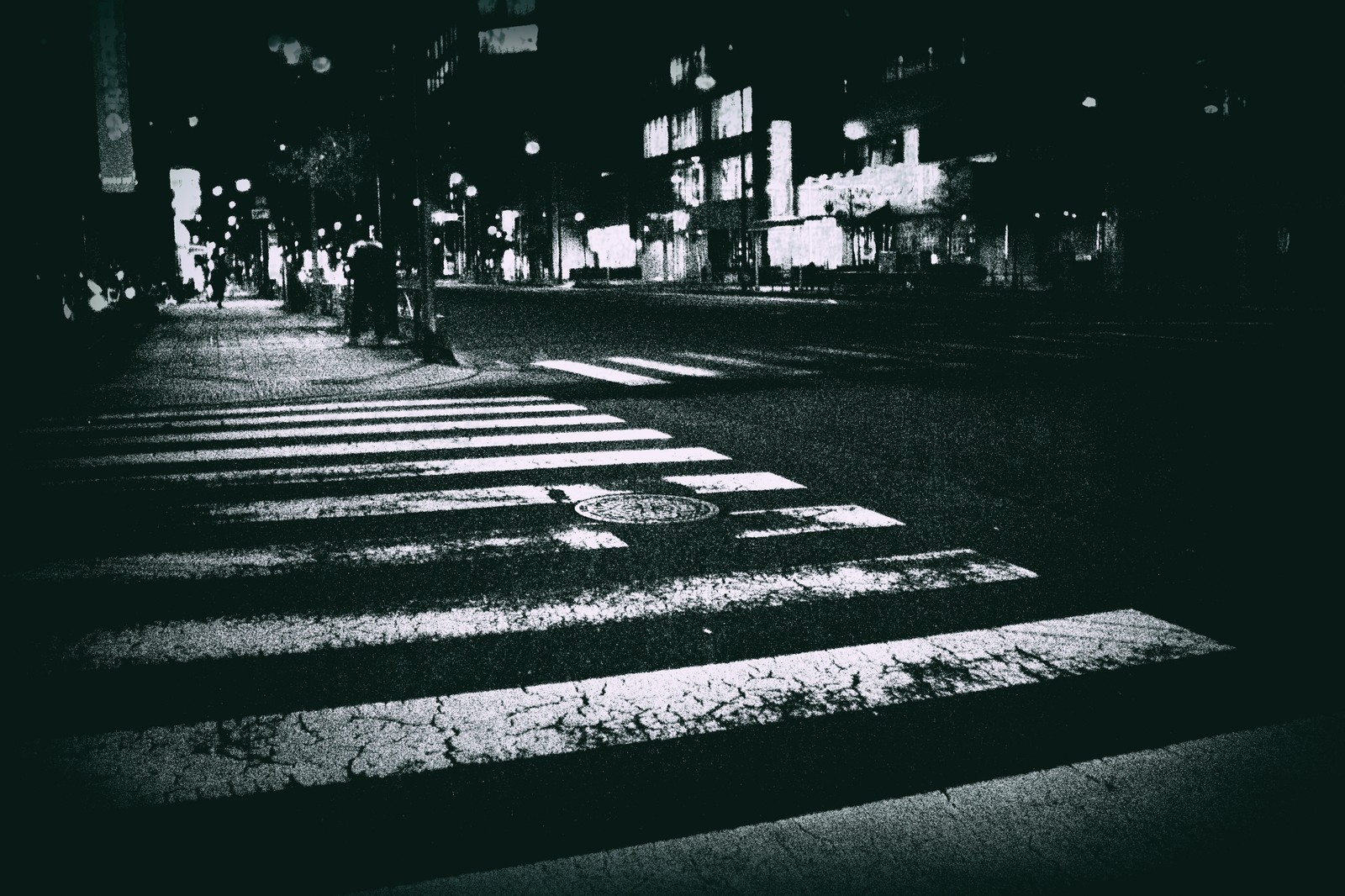 「薄れかかった横断歩道」の写真