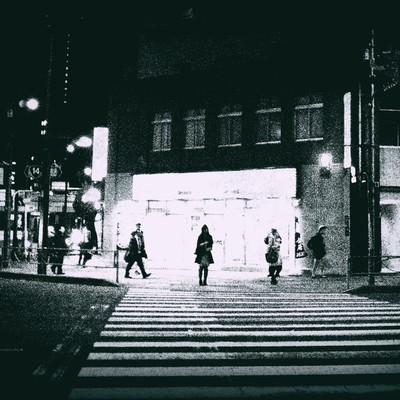 「信号待ち(白黒)」の写真素材