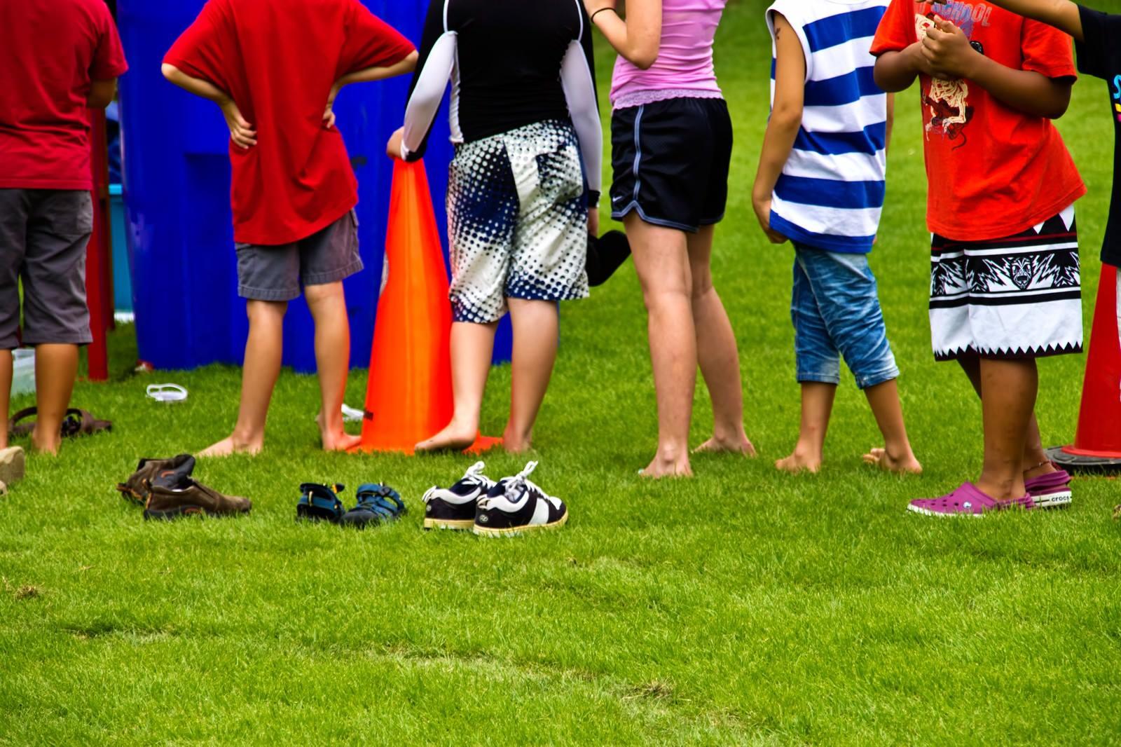 列をなす子供たち列をなす子供たち