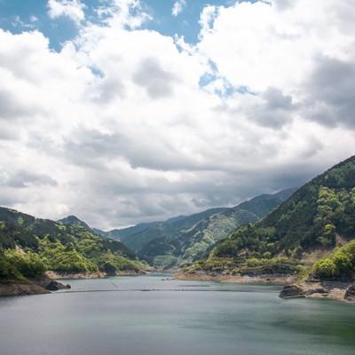 「山々とダム」の写真素材