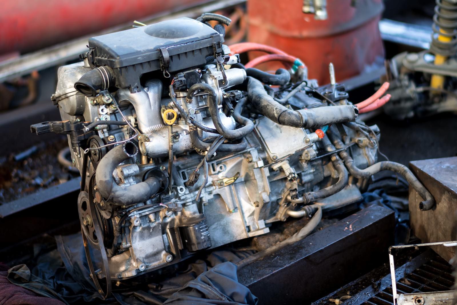 「取り外したエンジン」の写真