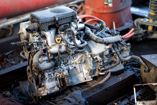 取り外したエンジンの写真