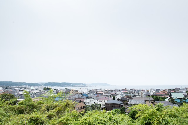 海沿いの街並みの写真