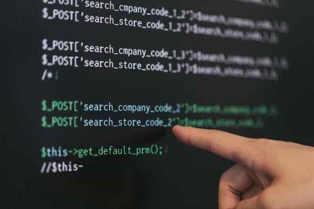 このPHPのコード「company」の「o」が抜けてコムパニーになっていますよの写真