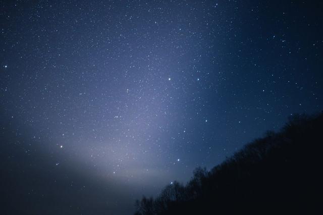 星がキレイな北アルプスの夜空の写真