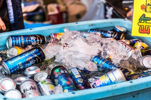 冷やされた缶の写真