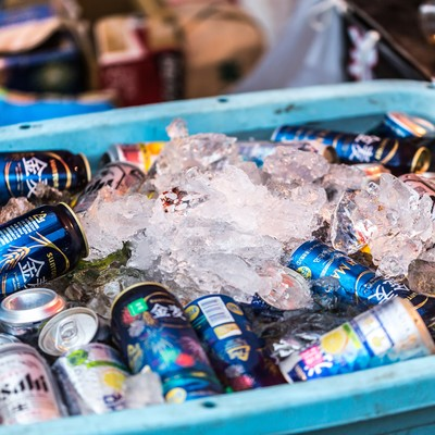 「冷やされた缶」の写真素材