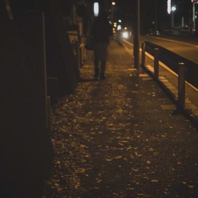 「深夜の帰宅」の写真素材