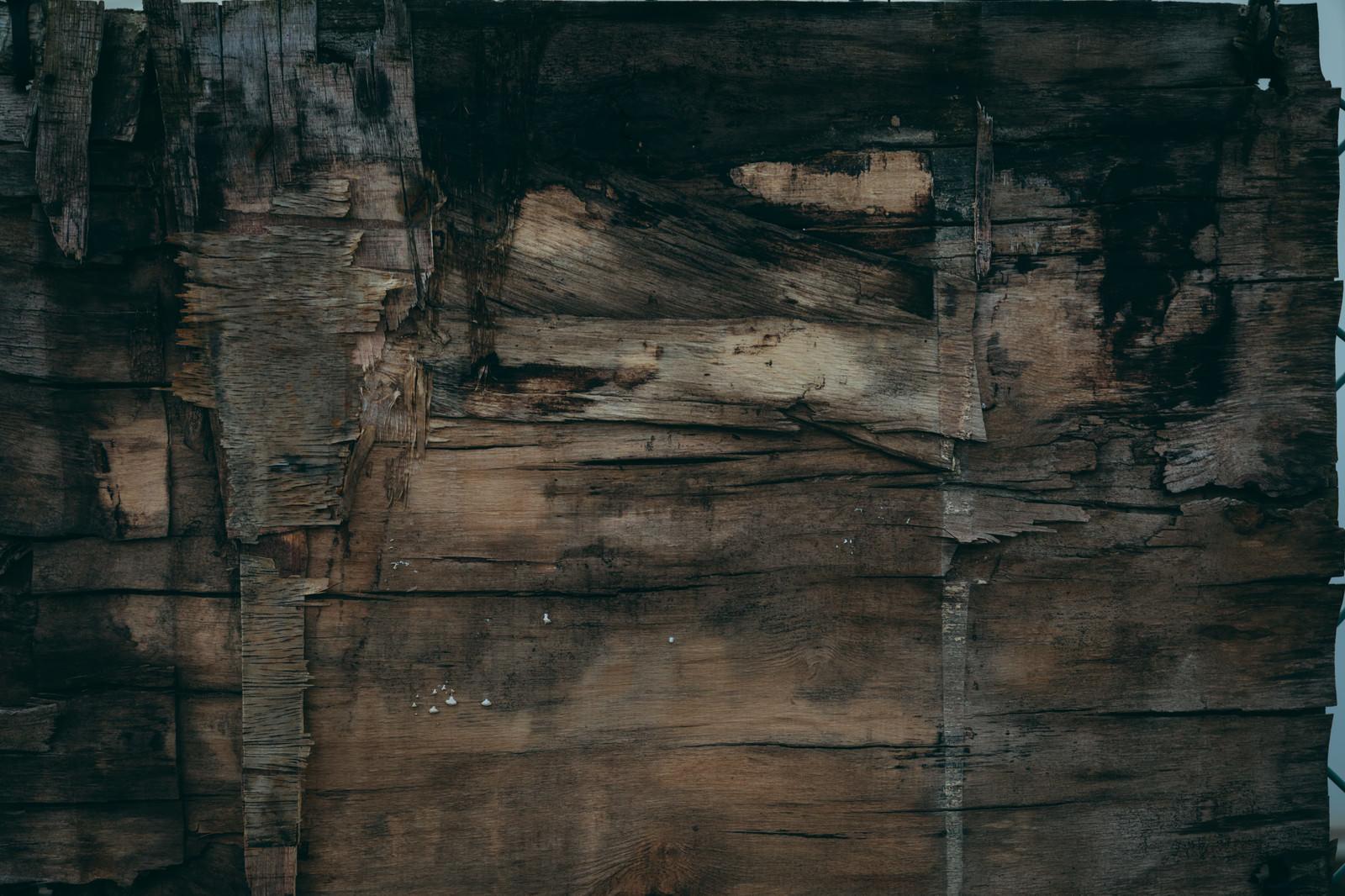 「朽ちてボロボロな板(テクスチャ)」の写真