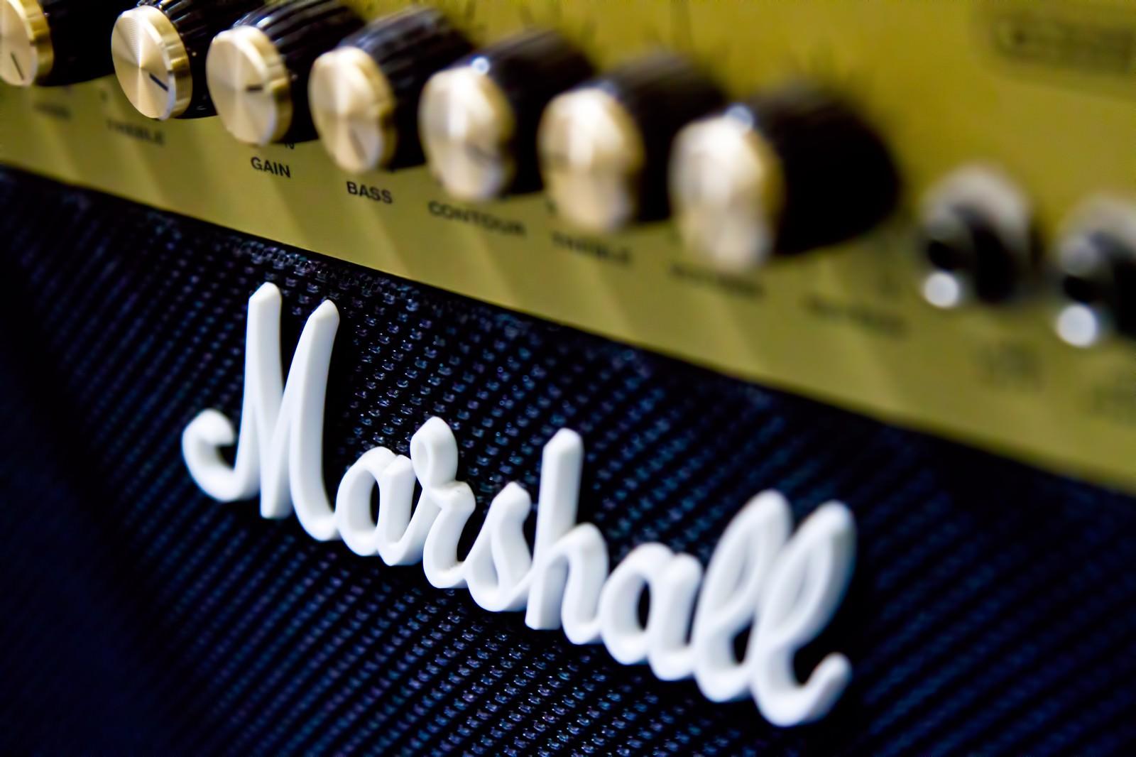 「マーシャルのギターアンプ」の写真