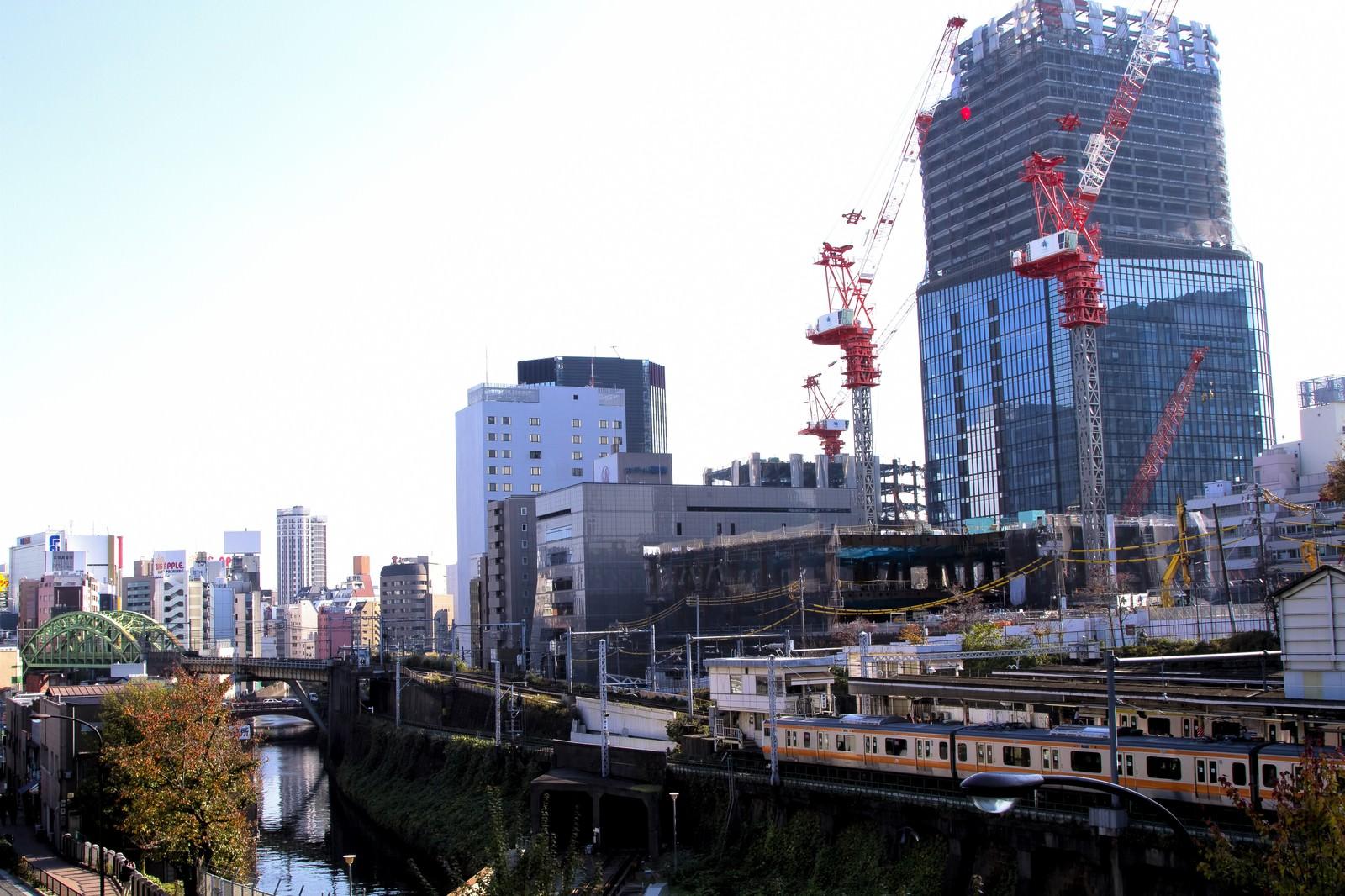 「御茶ノ水駅と街並み」の写真