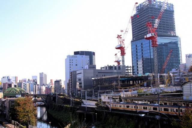御茶ノ水駅と街並みの写真