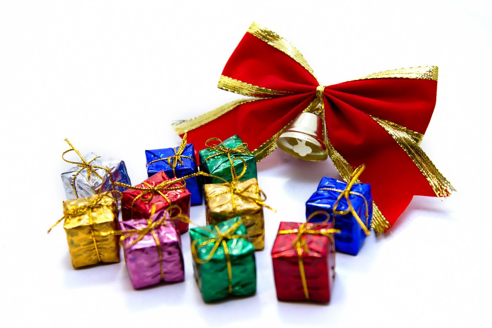 「赤いリボンとプレゼントボックス」の写真