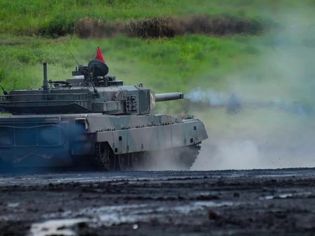 総火演の90式戦車の写真
