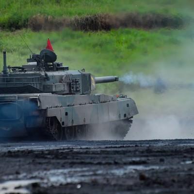 「総火演の90式戦車」の写真素材